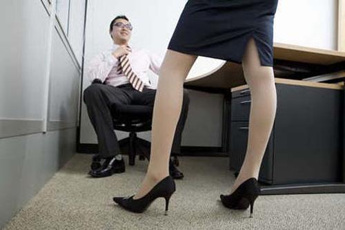 Ngã quỵ khi biết vợ lẳng lơ 'lên giường' với sếp - Ảnh 1