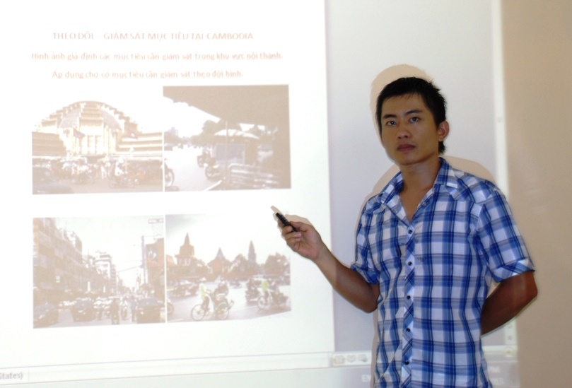 Thám tử Duy lên kế hoạch theo dõi đối tượng ngoài biên giới - tại Campuchia.