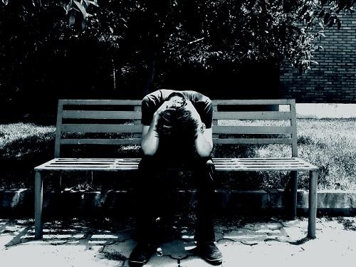 Nước mắt của người đàn ông bị vợ... 'xỏ mũi' - Ảnh 1